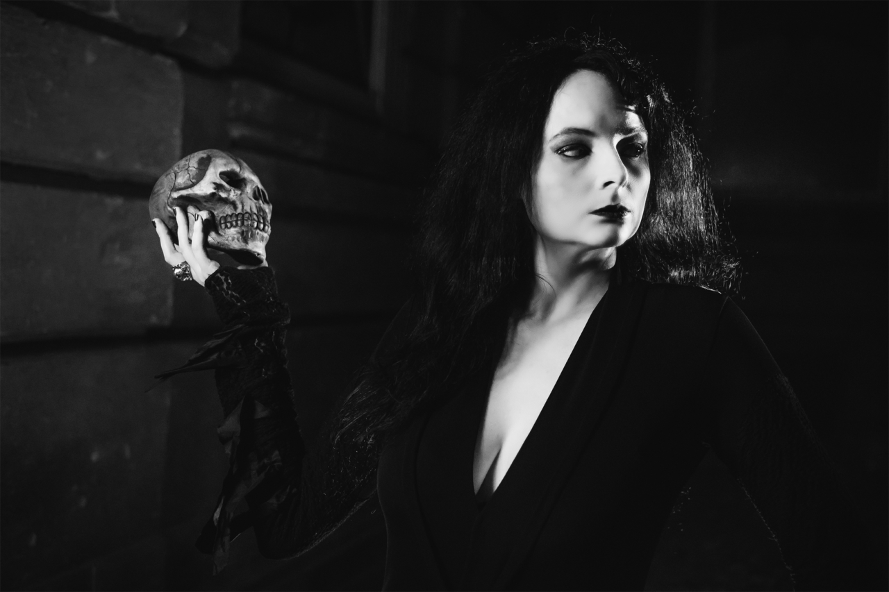 Cosplay, Black and White, B&W, Morticia. Addams Family